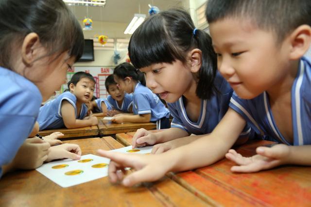Cách giúp trẻ bớt sợ học
