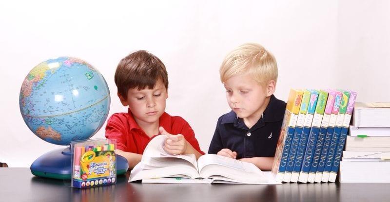 Cha mẹ nên biết: Lợi và hại của việc khen ngợi con cái
